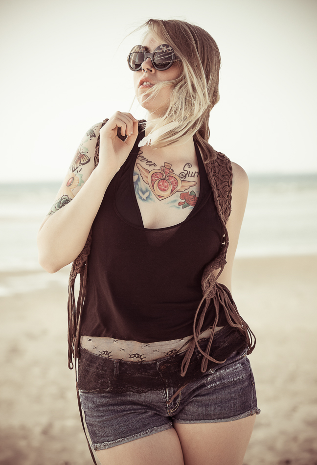 Mandy Beach Tattoos Sonnebrille